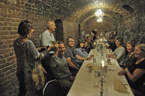 Lunchen blev en trevlig tillställning med mycket skratt t.om när KG Borg och Johanna Strindberg tog upp betyalningen för maten.